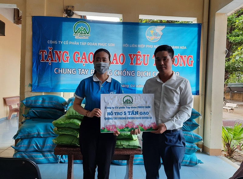 Khanh Hoa Women's Union donates 500 gifts to the needy during COVID–19