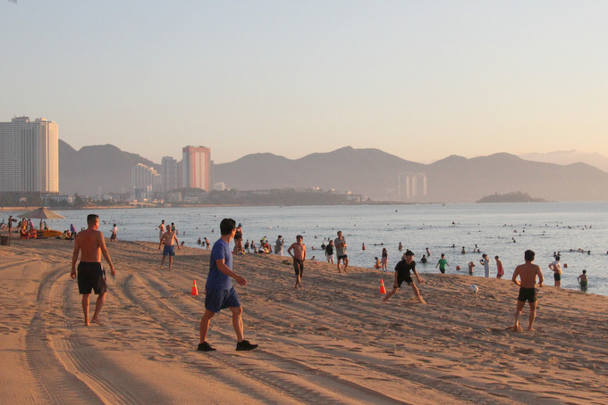 Happiness of Nha Trang people in beach reopening day