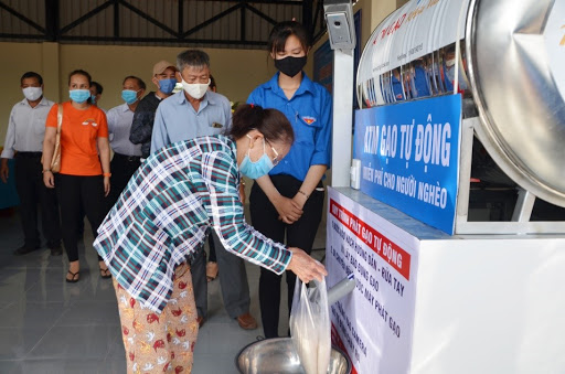 4 automatic dispensing machines donated