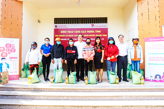 Agribank Khanh Hoa joins hands with community to overcome Covid-19 pandemic