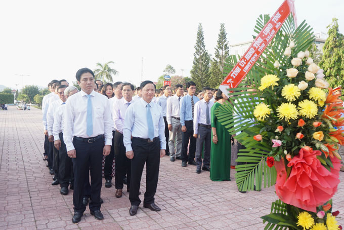 Khanh Hoa leaders attend thurification at Uncle Ho Statue