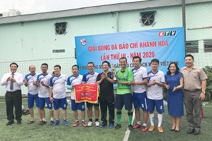 Khanh Hoa Radio and Television Station wins Khanh Hoa's 3rd press football contest