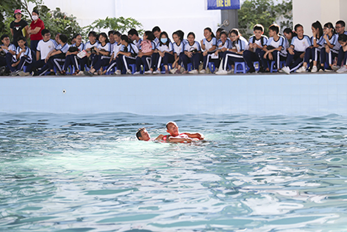 Launching swimming and drowning prevention movement among all people