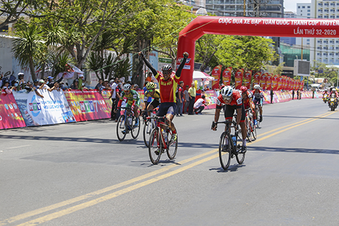 Tong Thanh Tuyen finishes first in stage 12
