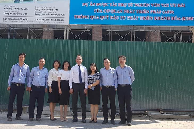 Vincent Floreani, French Consul General in Ho Chi Minh City, visits Phuoc Long VCN social housing project