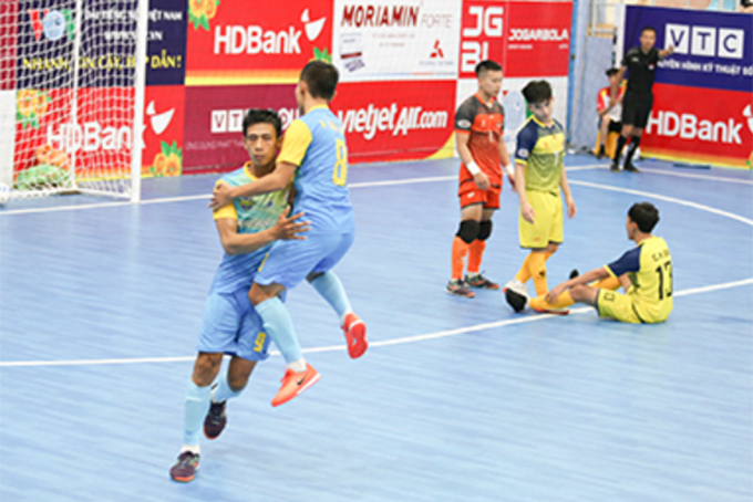 S.SKH players celebrating victory over Cao Bang