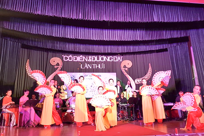 A performance of lecturers and students of Khanh Hoa University