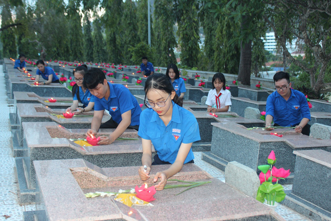 Khanh Hoa pays tribute to heroic martyrs
