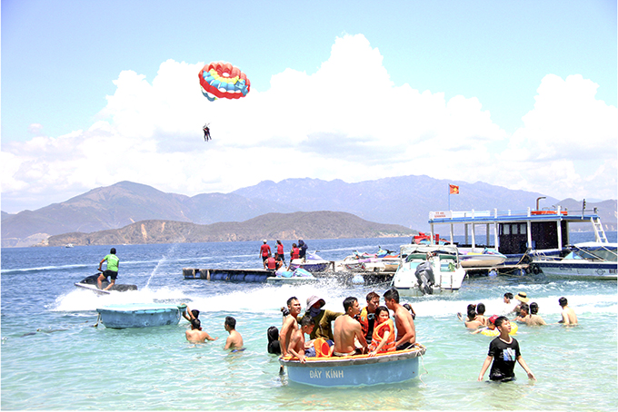 Sea - island tours in Nha Trang drawing tourists
