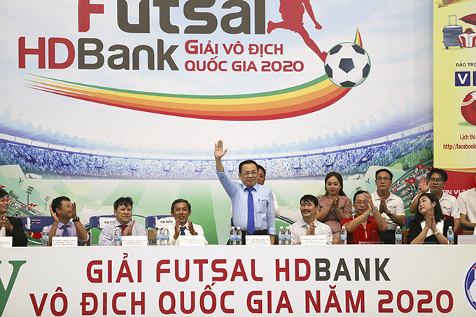 Vice-Chairman of Khanh Hoa Provincial People's Committee Le Huu Hoang attends final match and closing ceremony