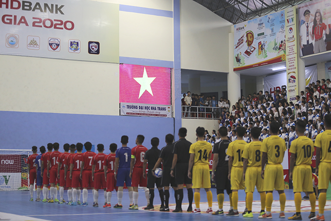 Finalists line up for national anthem