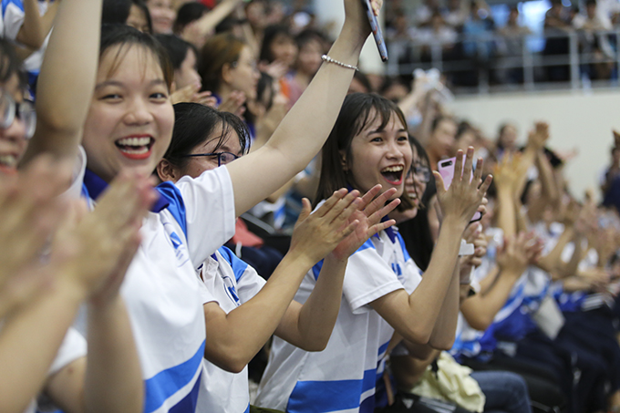 Joy of Nha Trang University students as their team score