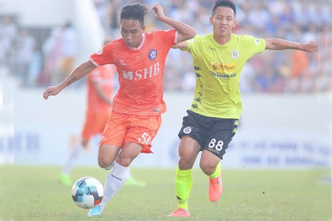 Da Nang (in orange) draw with Hanoi in 2020 V-League 1 round 9 on July 12 (Photo: Minh Huy)