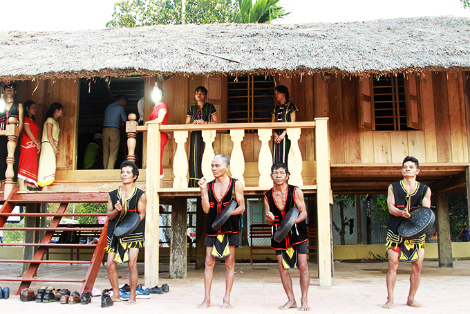 Performance of ma la at long house in Hon Dung Hamlet (Son Hiep Commune)