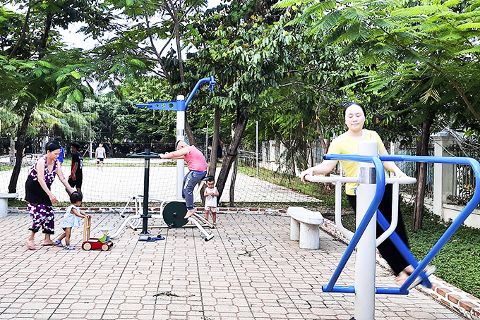 People enjoying outdoor activities with equipment at cultural house in Ngoc Hoi 2 Hamlet