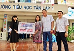 Khanh Hoa Newspaper and enterprises donate automatic handwashing machines, hand sanitizer to schools