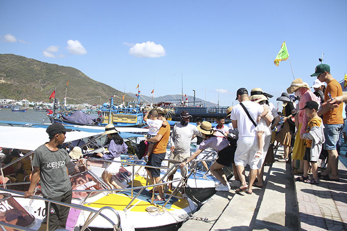 Tourists to Nha Trang Bay rise again