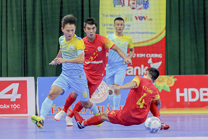Many goals in match between two Khanh Hoa's futsal teams