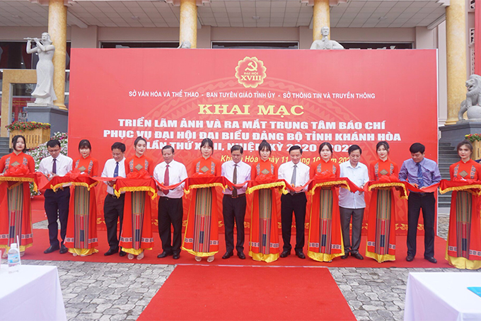 Photo exhibition and press center open for 18th Provincial Communist Party Congress