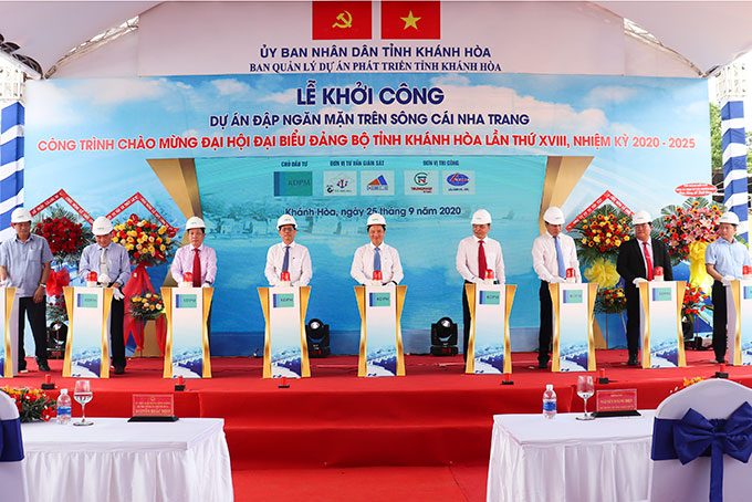 Works celebrating Khanh Hoa Province's 18th Communist Party Congress