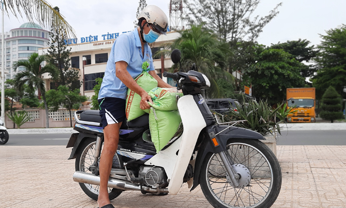 Nha Trang people swiftly bracing for Storm Molave
