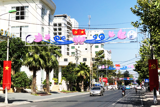 <p style= &quot;text-align: justify; &quot;>Một tuyến phố ở Nha Trang.</p>