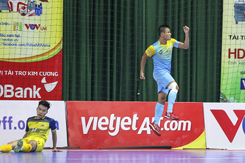 Mai Thanh Dat is happy with his goal
