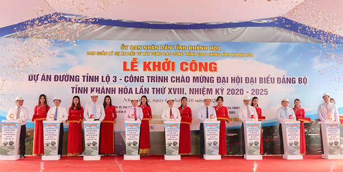 Khanh Hoa Provincial Road 3 project commenced on October 5. The project, about 13.6km in total length, has a total investment capital of VND340.75 billion, is due to complete and be put into use in early 2022.