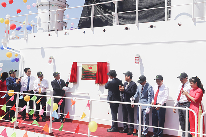 Hyundai Vietnam Shipbuilding Co., Ltd. on July 28 held a ceremony to attach a signboard to modern oil tanker namely Clearocean Mustang, which has a tonnage of 50,000 tons, worth USD 31 million.