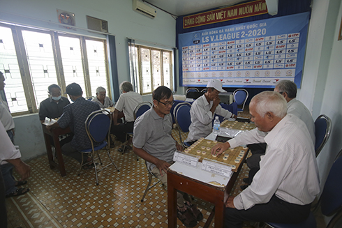 Contestants playing Chinese chess