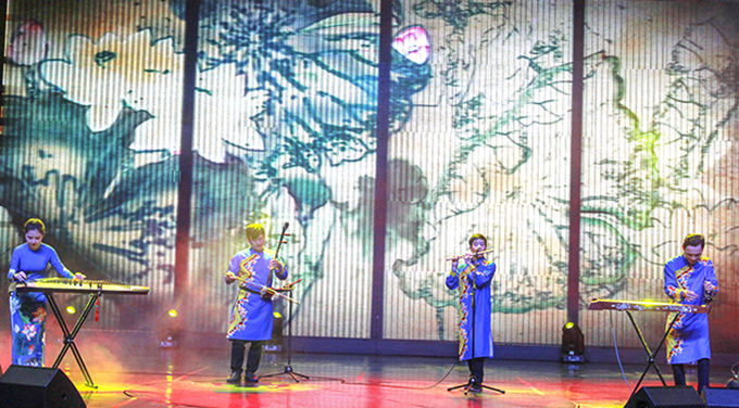 Traditional musical instrumentalists of Hai Dang Song and Dance Troop