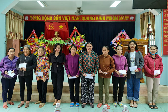 Khanh Hoa Newspaper's leadership offers support to people in Canh Hoa Commune, Quang Trach District