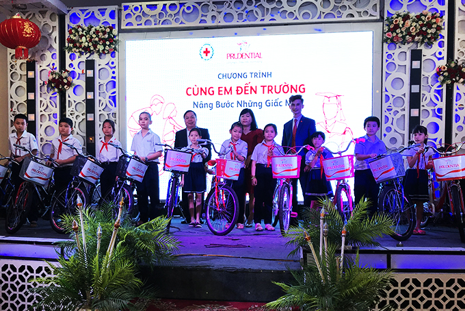 10 bikes offered to needy children in Cam Ranh