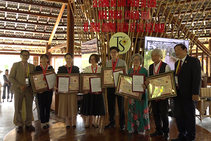 VIDEO: 17 Vietnam record certificates conferred