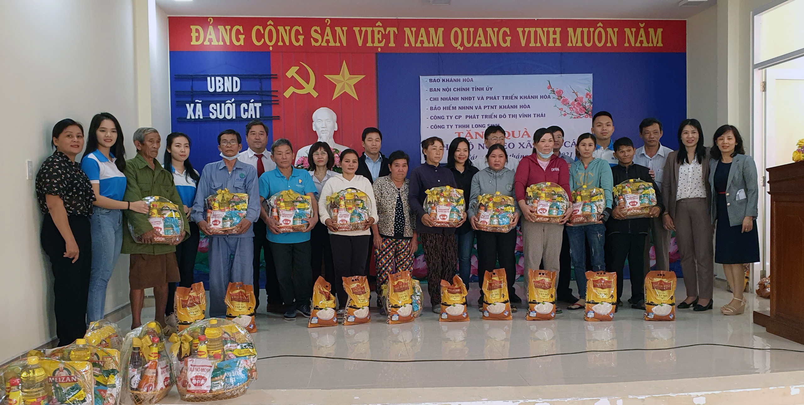 200 New Year gifts to Suoi Cat Commune