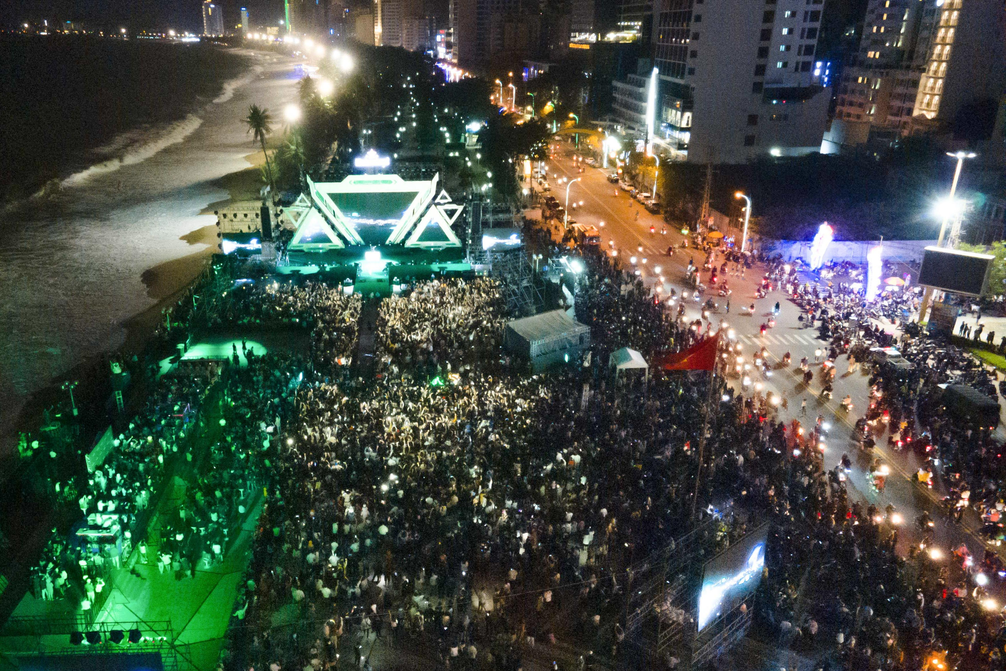 Thousands of people gather at 2-4 Square to see music show and countdown event
