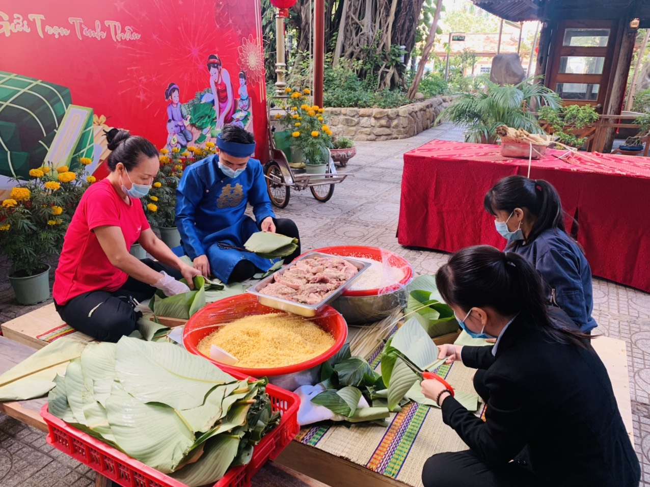Some participants have made Banh Chung for the first time