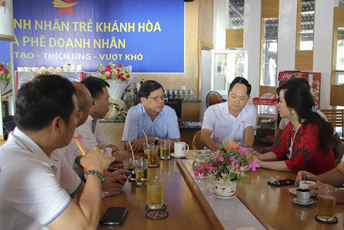 "First ""Entrepreneur Coffee"" program in Khanh Hoa"