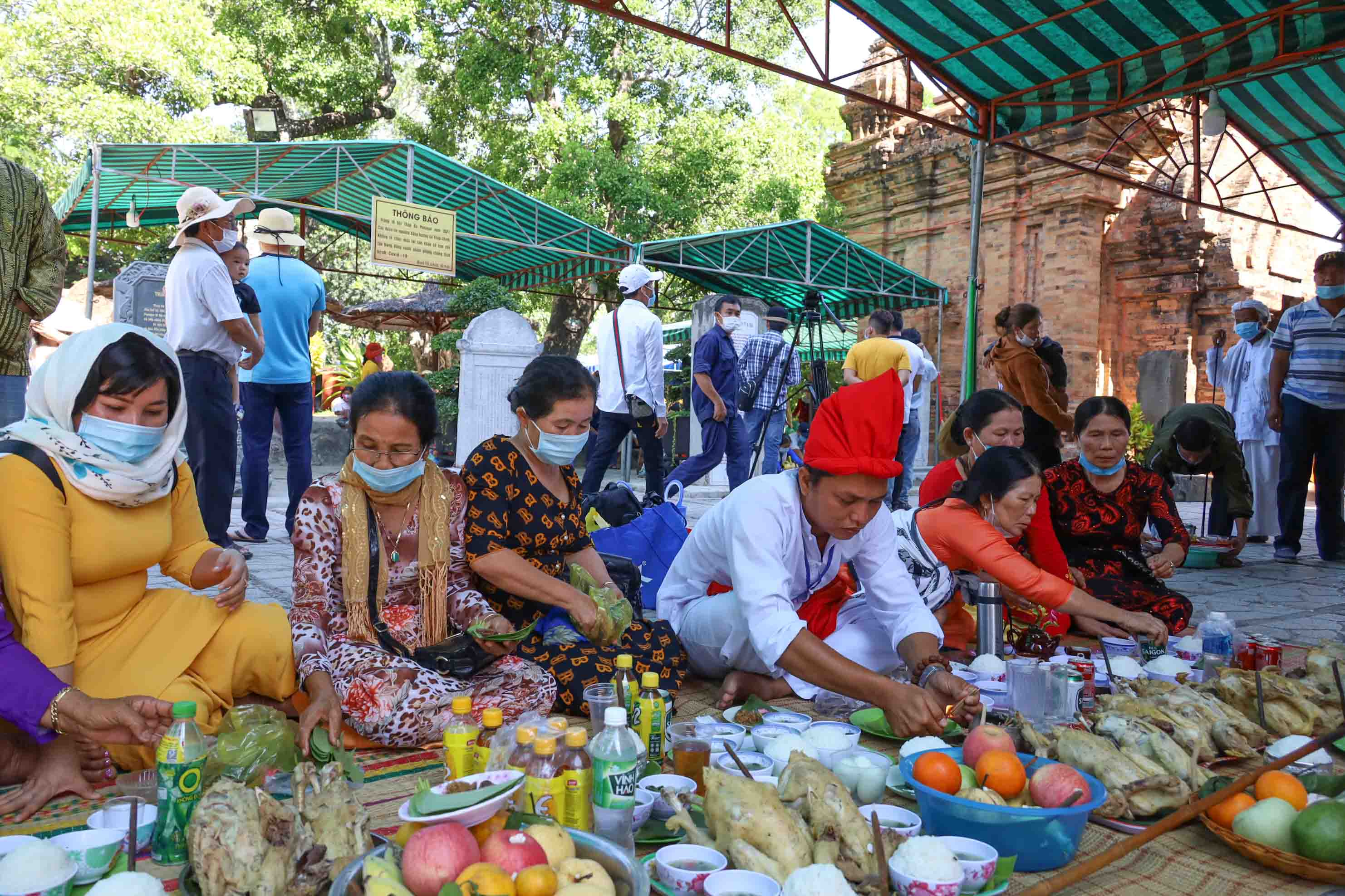 Cham people preparing offerings to offer to Thien Y A Na Holy Mother