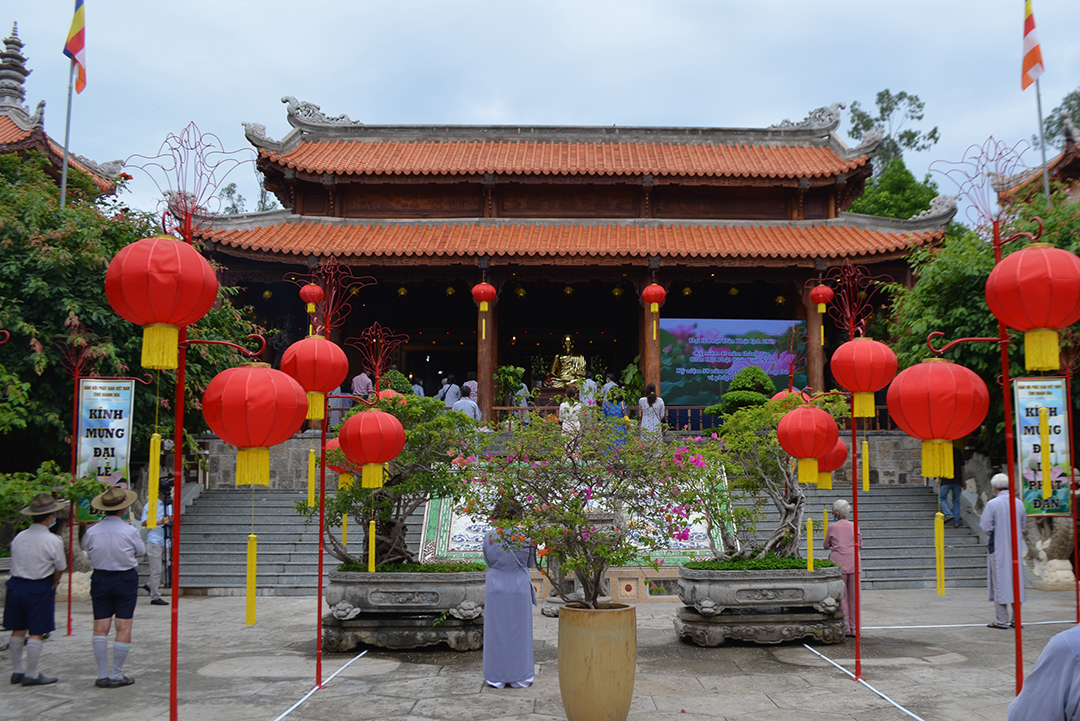 Buddhists follow Covid-19 prevention guidelines attending ceremony