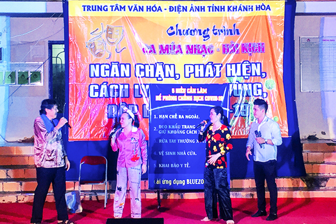 Roving music group of Khanh Hoa's Center of Culture and Cinema propagating COVID-19 prevention and control