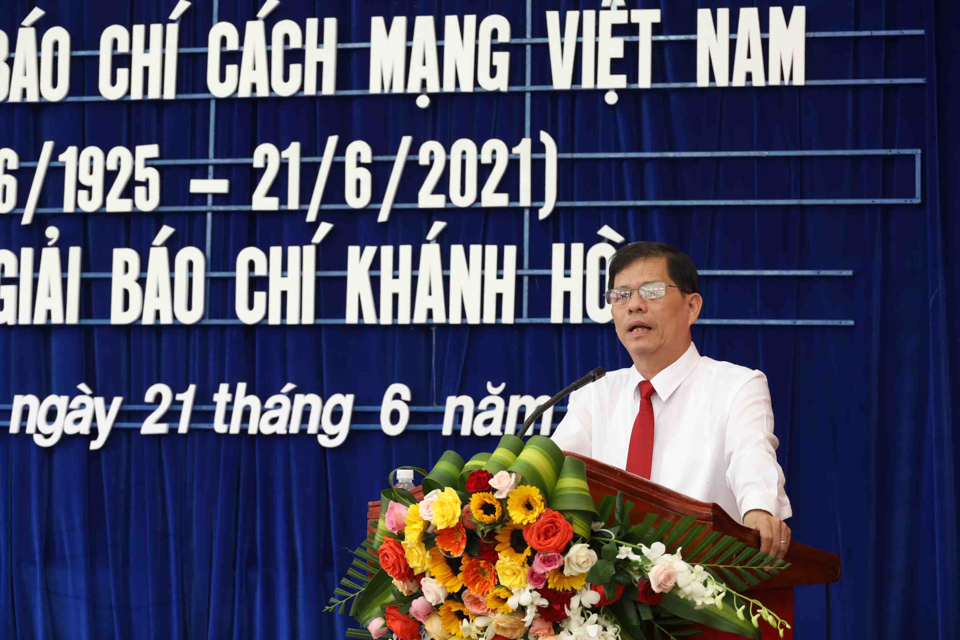 Nguyen Tan Tuan delivering speech at the ceremony