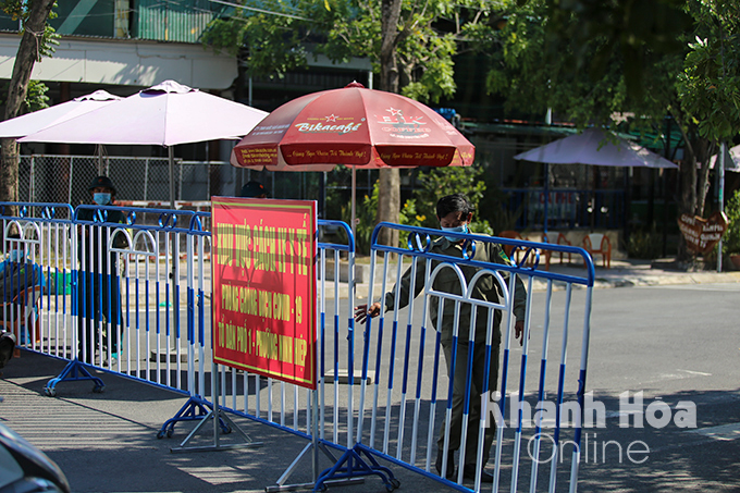 Residential Group 1, Ninh Hiep Ward is temporarily blocked after detecting a suspected case.