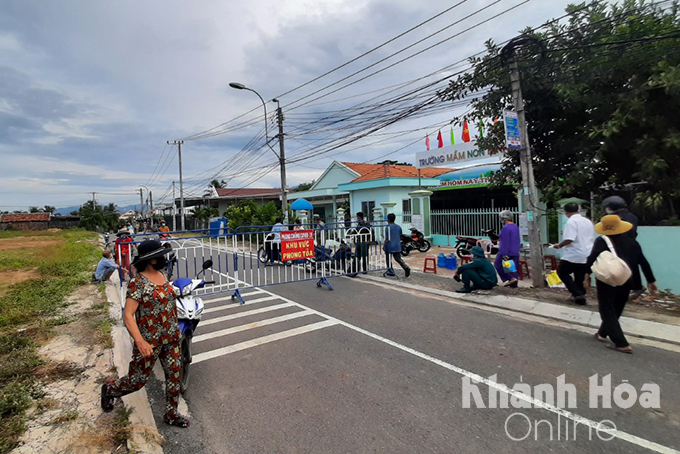 Van Thien Residential Group, Ninh Da Ward blockaded on the afternoon of 6-7 (Photo: Thai Thinh)