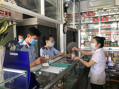 Inspecting a pharmacy in Phuoc Hai Market