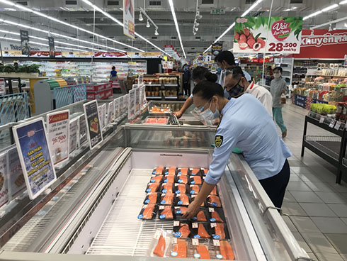 Checking prices of imported salmon