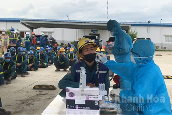 COVID-19 antigen rapid test for workers at an industrial zone in Ninh Thuy Ward, Ninh Hoa Town...