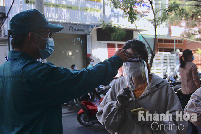 Getting body temperature checked before entering vaccination venue in Hoang Hoa Tham Street, Nha Trang