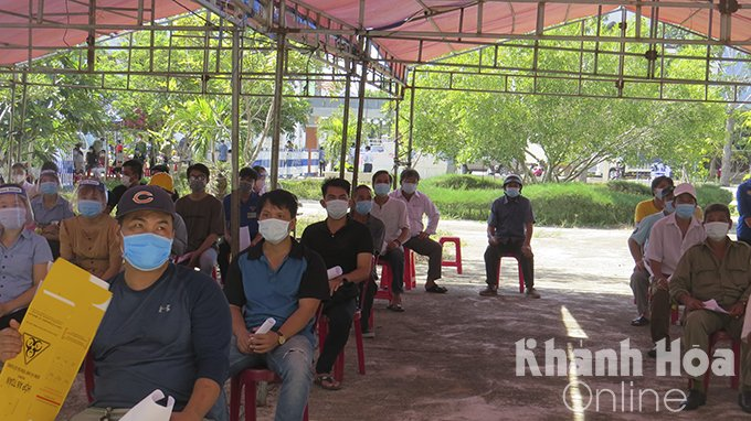 People in Ninh Hoa Town waiting for getting vaccinated