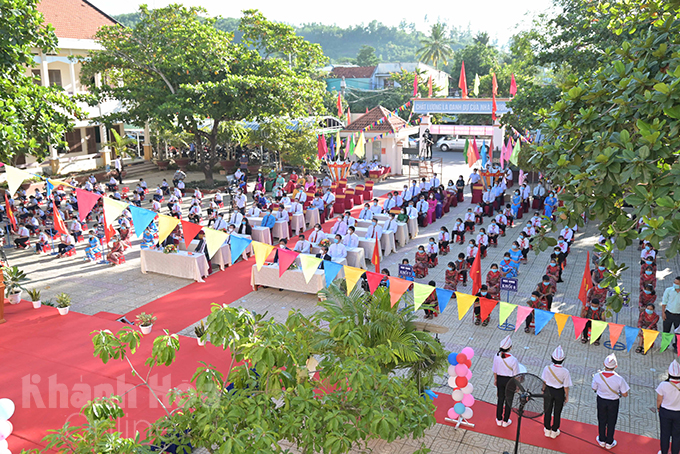 Opening ceremony for school year 2021-2022 took place at Khanh Vinh District Ethnic Minority Boarding High School